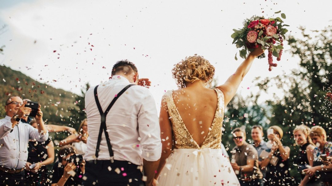 Amazing Canadian wedding traditions you need to know